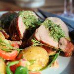 Grillet svinefilet med salsa verde og potetsalat