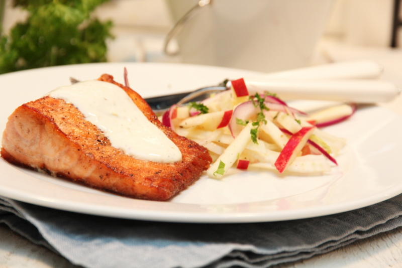 Pannestekt laks med fennikelsalat og sitronrømme