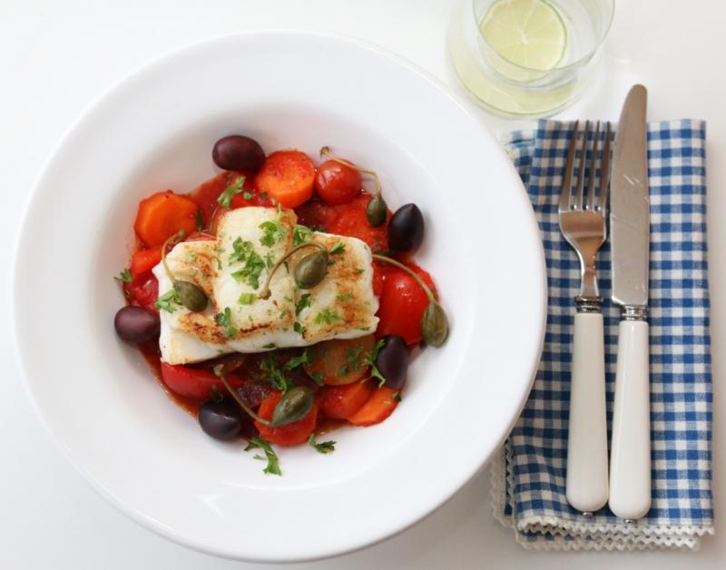 Pannestekt skrei med tomatiserte grønnsaker