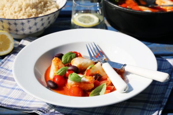 Fiskegryte med torsk, tomat og oliven