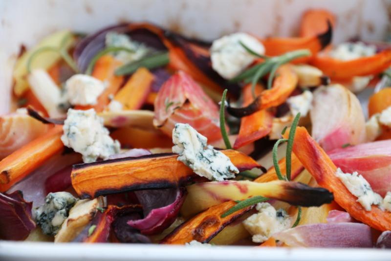 Ovnsbakte rotgrønnsaker med Selbu Blå Kraftig