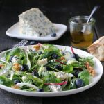 Salat med pære, blåmuggost og blåbær