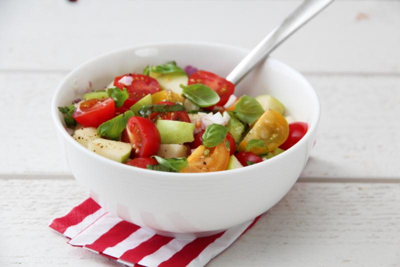 tomatsalsa med eple og basilikum