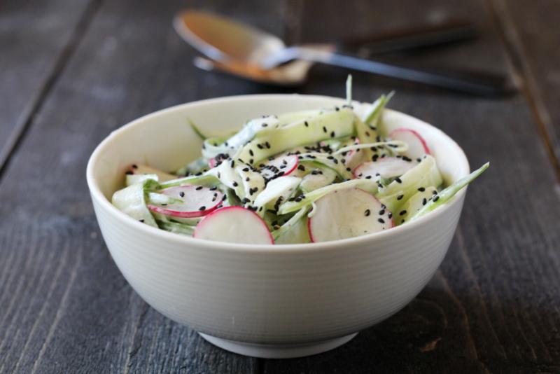 Soyamarinert laks med agurk- og eplesalat