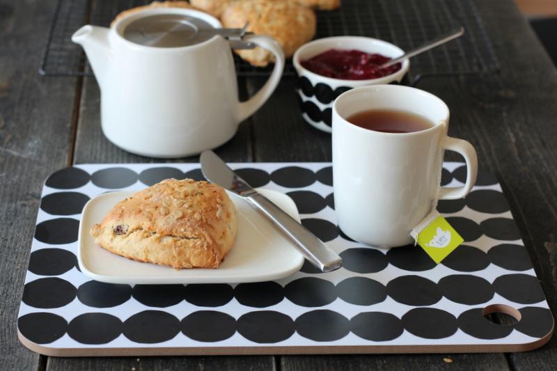 Fine scones med sitrus og rosiner