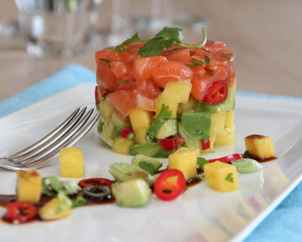 Laksetartar med avokado- og mangosalsa
