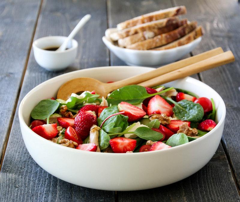 Kyllingsalat med jordbær og balsamico