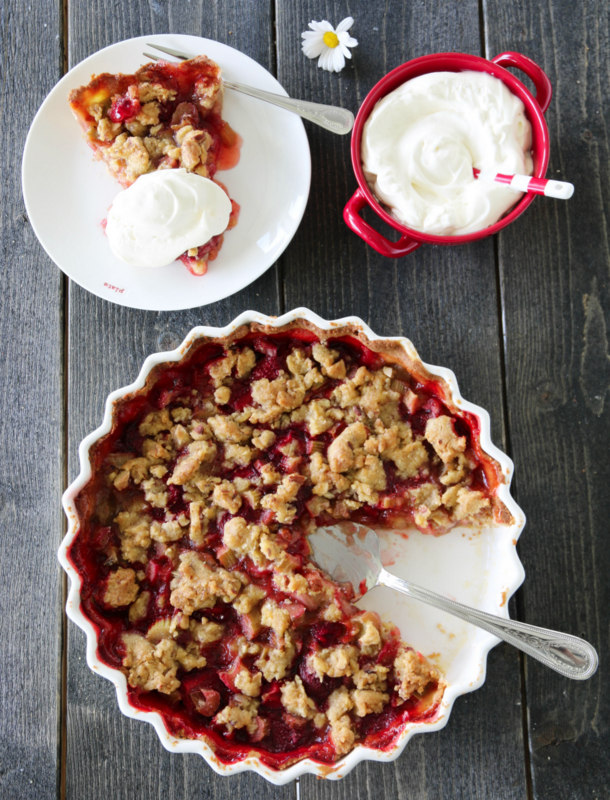 Rabarbra- og jordbærpai med ingefær