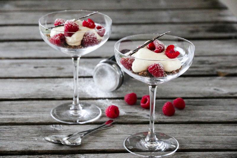 Ostekake på glass med bringebær