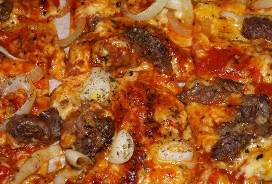 Image: Biffpizza med blåmuggost