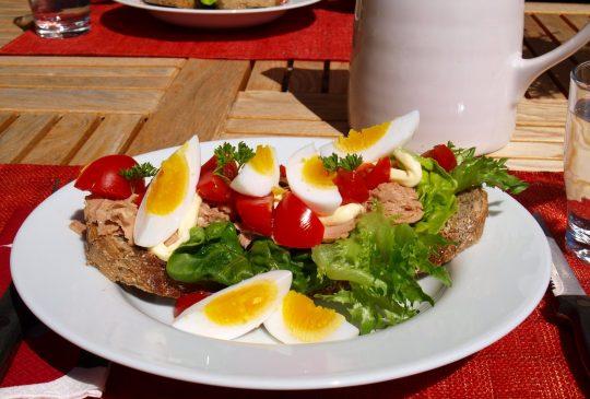 Image: Mammas tunfisksmørbrød med egg og tomat