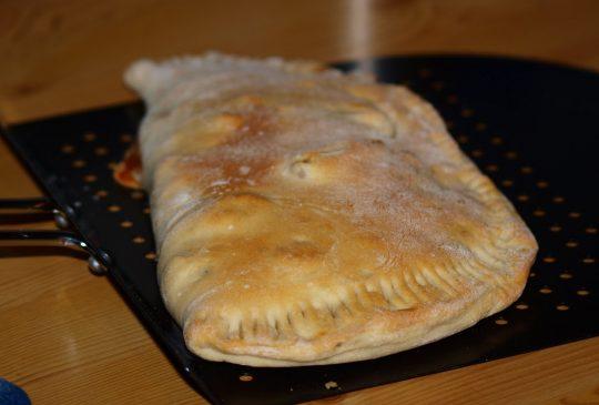 Image: 2 1/2 Calzone med mozzarella, grillet paprika og skinke
