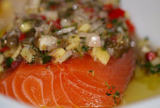 Image: Urtemarinert laks med vårløk og tomatrisotto