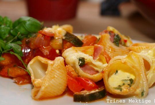 Image: Ostegratinerte pastaskjell med cherrytomater, squash, paprika og chili