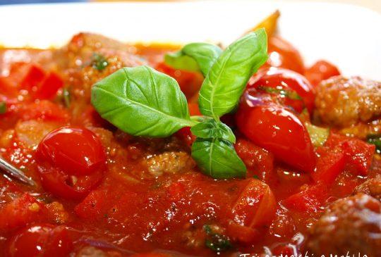 Image: Spicy kjøttboller i tomat- og paprikasaus
