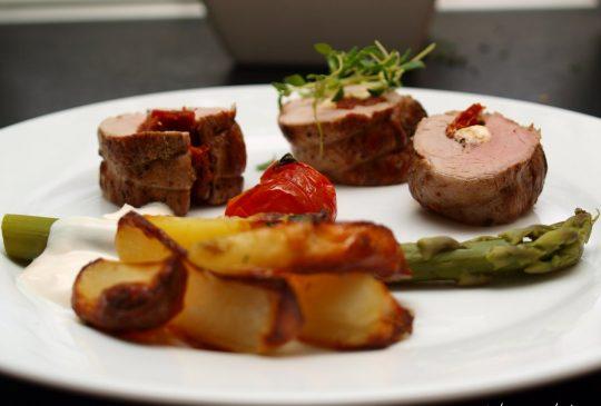 Image: Fetafylt svinefilet med epletzatziki og sitronmarinerte poteter