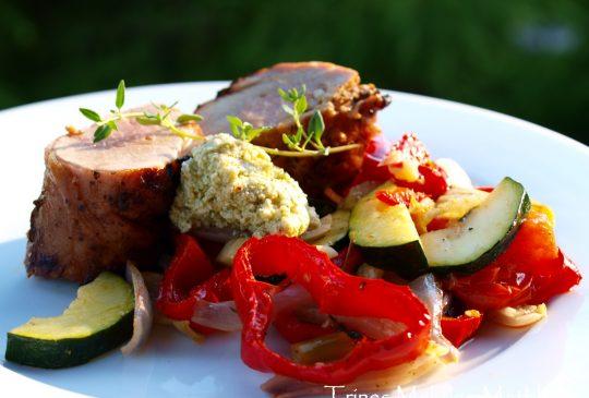 Image: Grillet svinefilet med ovnsbakte grønnsaker og fetakrem