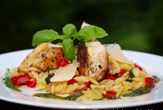 Image: Kylling med risoni og basilikumolje