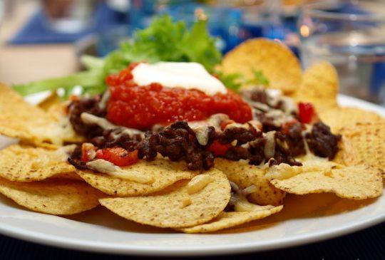 Image: Nachos med hjemmelaget chilisaus