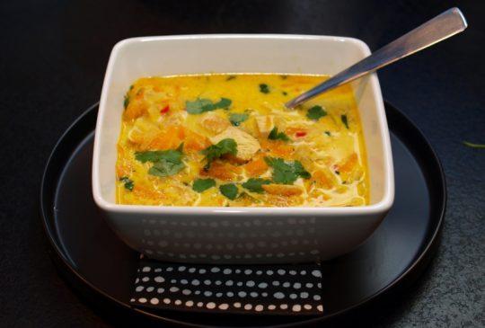 Image: Indisk kyllingsuppe med eple, ingefær og chili