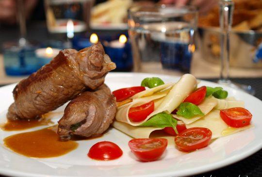 Image: Saltimbocca med pasta, tomat og basilikum
