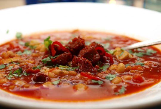 Image: Bønne- og linsesuppe med kylling og chorizo