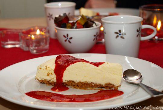 Image: Sitroniskake med jordbærsaus