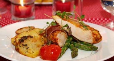 Image: Kylling med parmaskinke, tomatpesto og timianpoteter