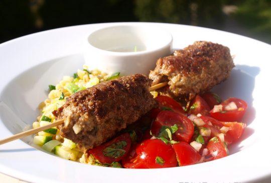 Image: Kjøttboller med tomatsalat, squashbulgur og parmesankrem