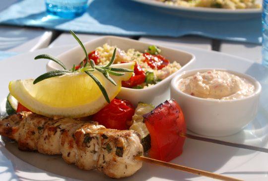Image: Sitronmarinerte kyllingspyd med grillede grønnsaker, fetakrem og basilikumcouscous