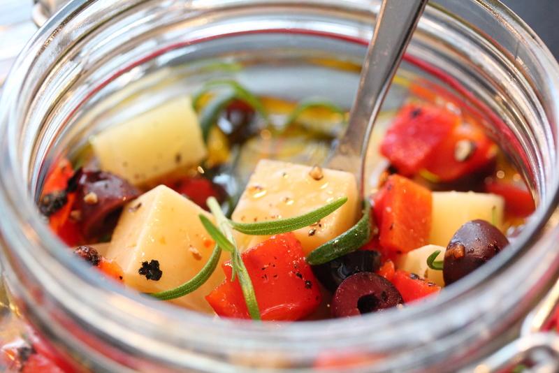 Marinert manchego med paprika og oliven