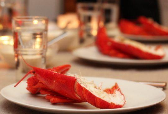 Image: Hummer med sitronmajones og crème fraîchedressing