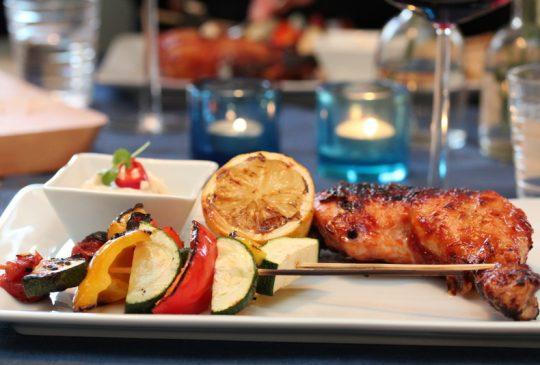 Image: BBQ-kylling med grillede grønnsaker og chilikrem