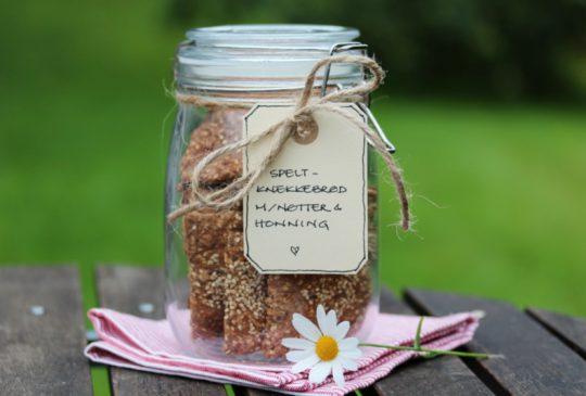 Image: Speltknekkebrød med nøtter og honning