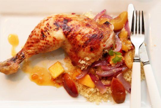 Image: Marinerte kyllinglår med mango, plommer, couscous og appelsinchilisaus