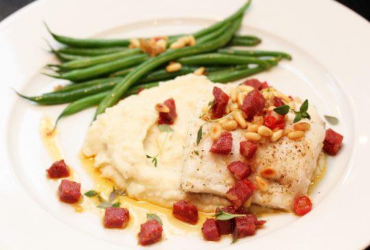Image: Ovnsbakt torsk med paprikasmør og blomkålpurè
