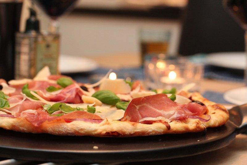 Eltefri pizza med parmaskinke, mozzarella og konfiterte tomater | TRINES MATBLOGG