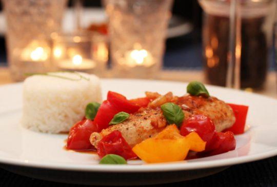 Image: Kyllingform med paprika og tomat