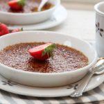 Creme brulee med espresso og jordbær