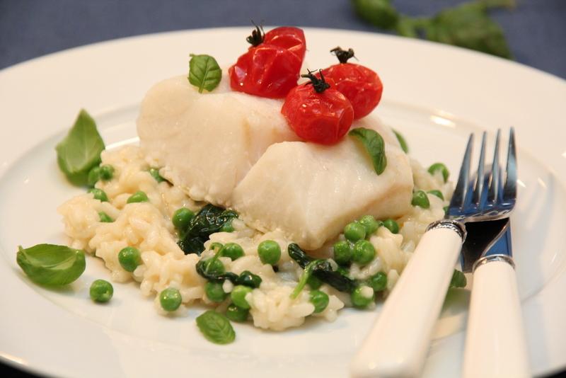 Ovnsbakt torskeloin med tomater og risotto