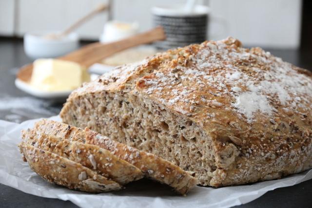 Eltefritt halvgrovt speltbrød