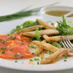 Hvit asparges med laks og sitrusvinaigrette