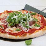 Pizza med parmaskinke, mozzarella og ruccula