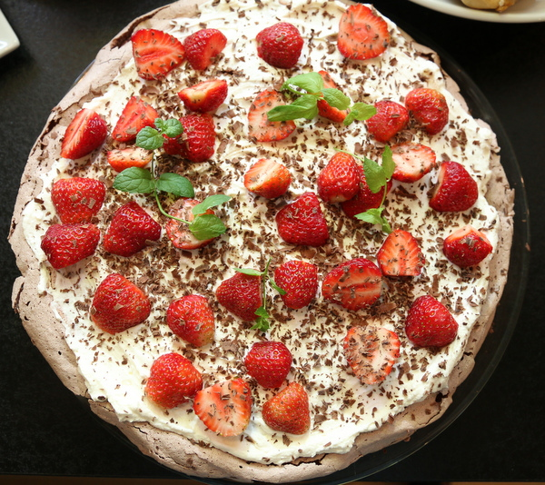 Sjokoladepavola med jordbær