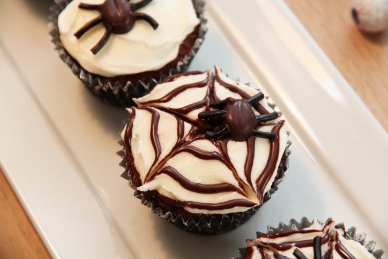Halloweenmuffins med ekle kryp