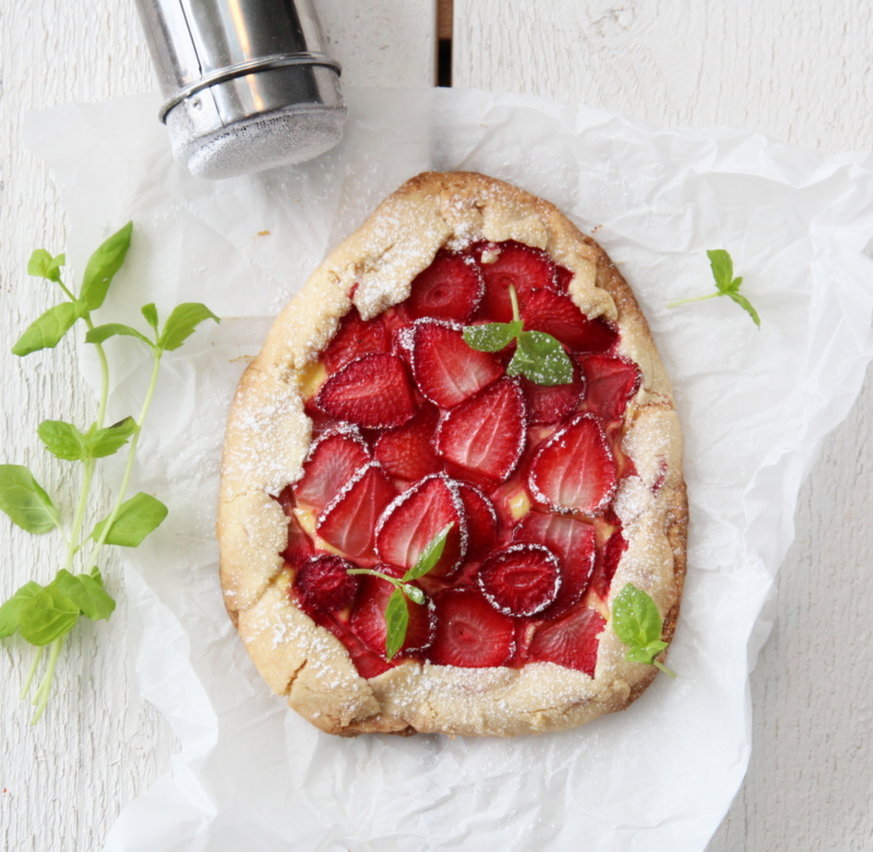 Miniterte med jordbær og vaniljekrem