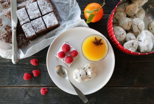 Image: BROWNIE, PANNA COTTA OG MARENGS