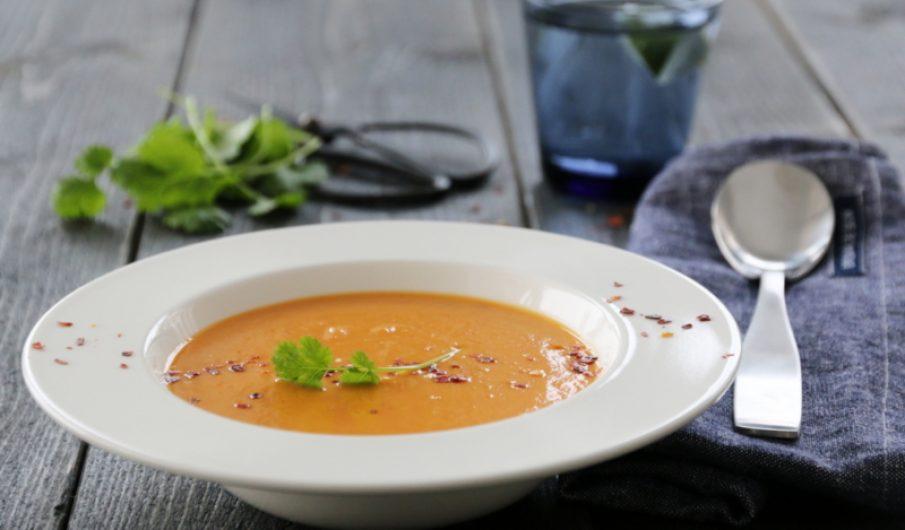 Søtpotetsuppe med rød curry og kokosmelk