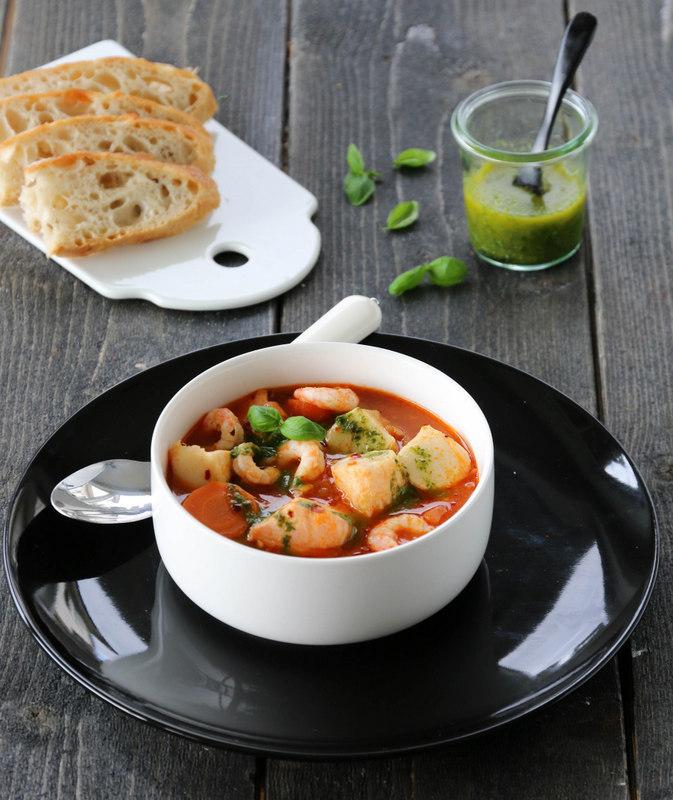 Tomatisert fiskesuppe med urteolje
