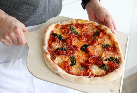 Image: HVORDAN BAKE UT OG STEKE PIZZA?